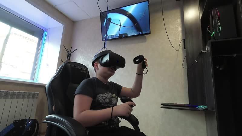 VR клуб NEO Авиасимулятор рулит