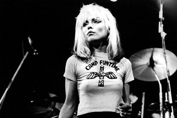 Свежее интервью легендарной Дебби Харри. Что для женщины-музыканта было самым сложным в 1970-х Сейчас даже сложно себе представить, насколько женщина в рок-музыке изумляла людей. Поп-певица еще