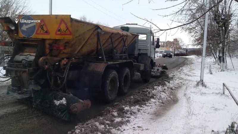 В Шадринске после снежной бури идёт устранение последствий стихии 2020 10 27