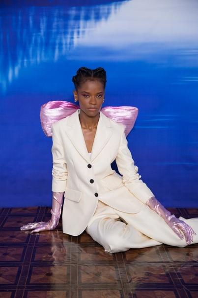 Летиша Райт в фотосессии для свежего номера Vanity Fair uth Ossai