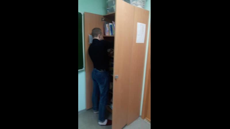 Никита записывыет голос к тизеру в шкафу