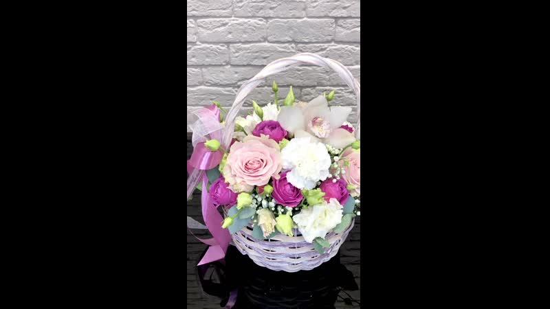 Корзина цветов для любимой мамочки ☺️Роза Эквадор Пионовидная кустовая Роза Цимбидиум Гвоздика Эустома Гипсофила Эвкалипт 2100₽