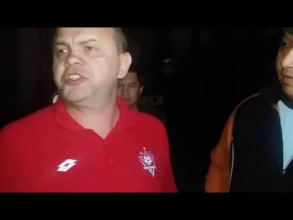 Жесткий разговор болельщиков Актобе с гендиректором Дмитрием Васильевым в аэропорту 18