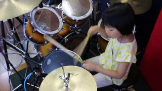 "Immigrant Song - Led Zeppelin / seven year old drummer ""Yoyoka""  / レッド・ツェッペリン『移民の歌』 7歳 が叩いてみ"