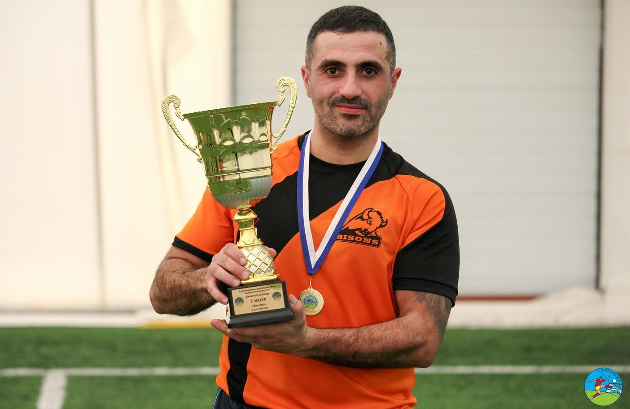 Эдгар Кержонян (Бизоны) - чемпион дивизион Свирида.
