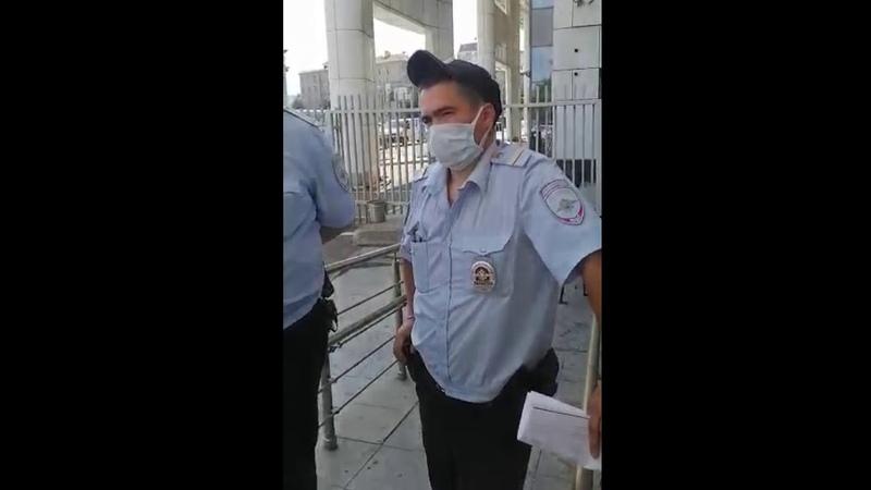 Внимание Эксклюзивные кадры Как профсоюз отбивал Валентину Муженскую задержанную в МФЦ за маску