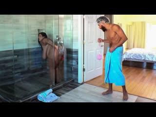 Brazzers - Dildo Showers Bring Big Cocks / Sofia Rose