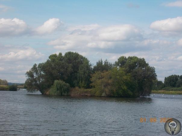БРОННИЦЫ На полпути между Москвой и Коломной есть маленький, но уютный старинный город под названием Бронницы. Этот город возник в средние века, как поселение оружейников. От тех времен в