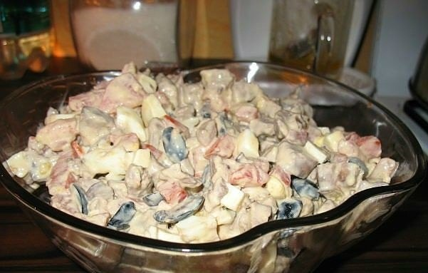 """Салат из куриной печени с помидорами"""