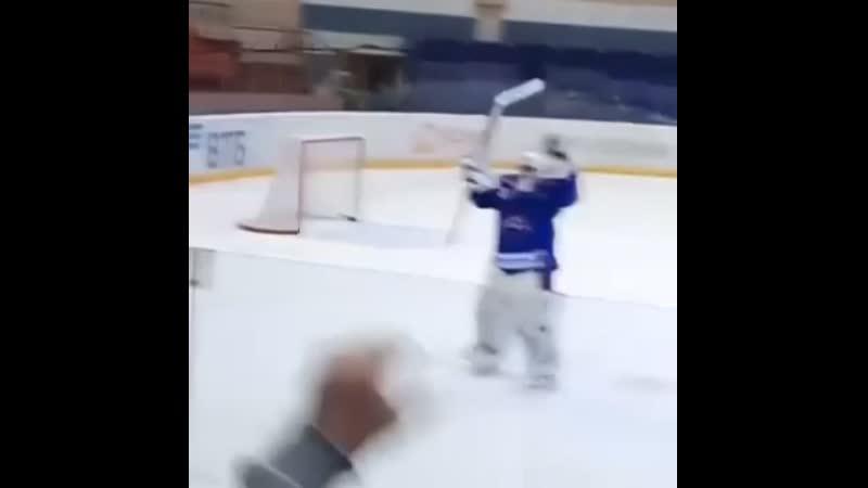 Ростислав Зиновенко зажигает с болельщиками