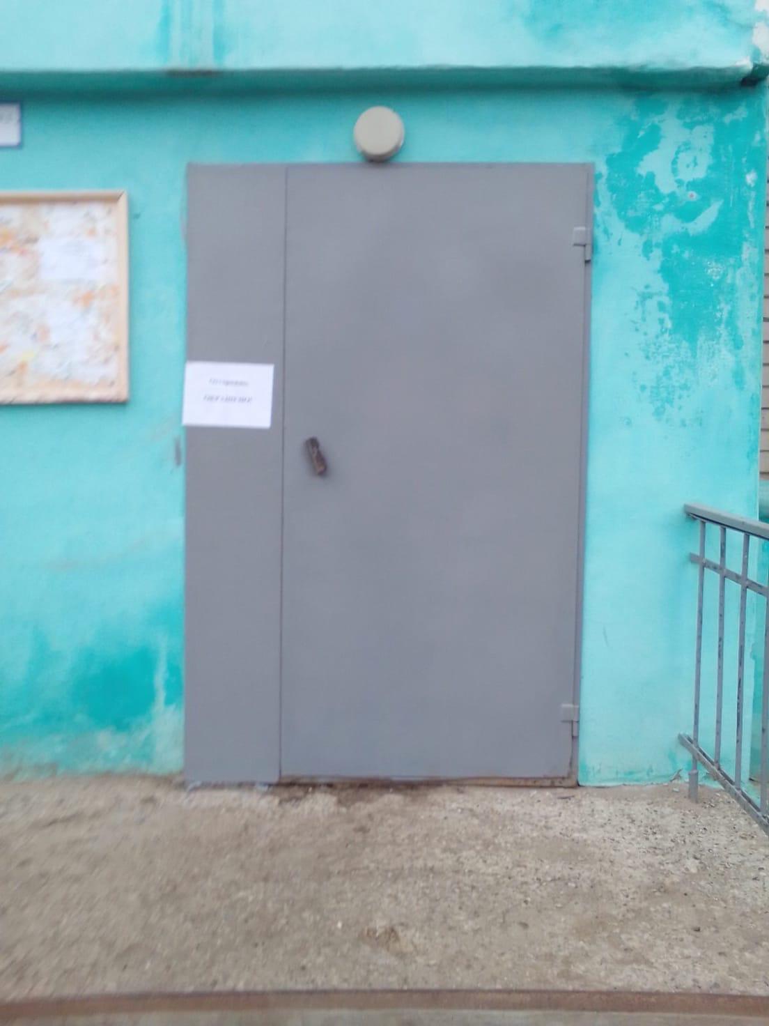 Ул. Добролюбова, 10. Покраска входных дверей. (