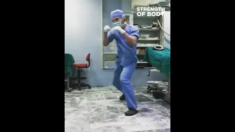 Этот врач пробьет коронавирусу по печени 👊🏻🦠 'njn dhfx ghj mtn rjhjyfdbhece gj gtxtyb 👊🏻🦠
