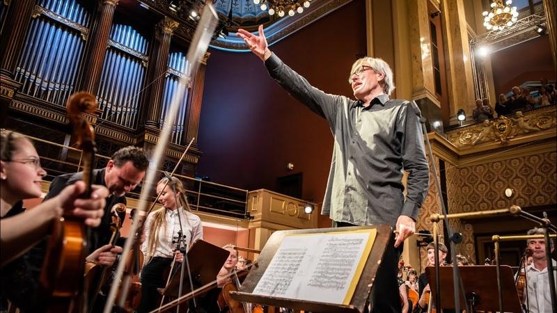 Petr Altrichter ř d česk filharmoniky a žáky ZUŠ: Dvořák Brahms Smetana: Vltava