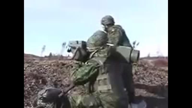 Военные НАТО запускают ракету на учебном полигоне