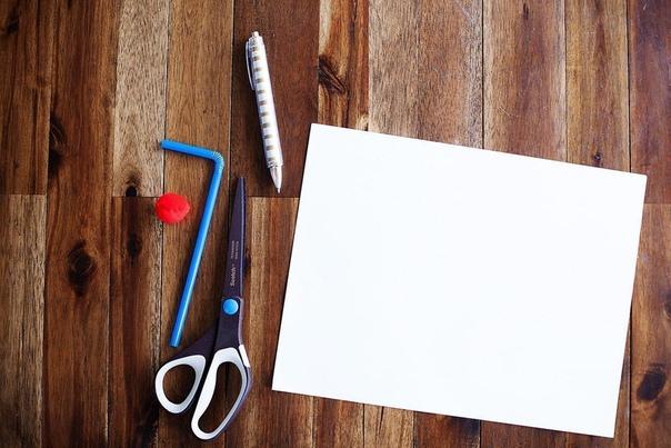 ВОЗДУШНЫЙ ПОТОК Простая, но впечатляющая детей забава - игра с шариком из бумаги или фольги, который держится в воздухе! Нужны только соломинка, бумага и скотч. Из бумаги вырежьте круг, сделайте