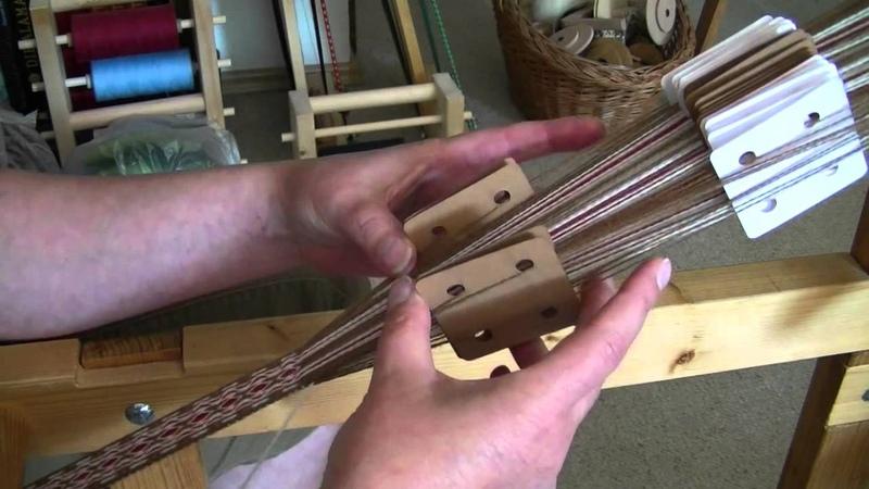 Flinkhand zeigt Brettchenweben für Anfänger Sauberer Rand