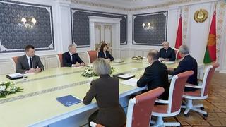 Лукашенко о своей формуле в партийном строительстве: не с левыми, не с правыми - с народом