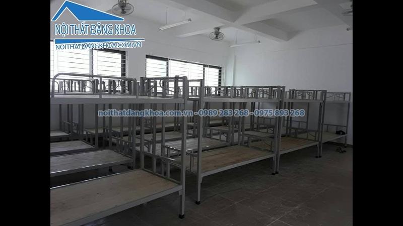 Giường sắt 2 tầng thanh lý GNDK03 giá 1,2 triệu tại bàn làm việc Đăng Khoa
