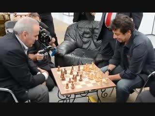 Patrick Bruel affronte Garry Kasparov aux checs