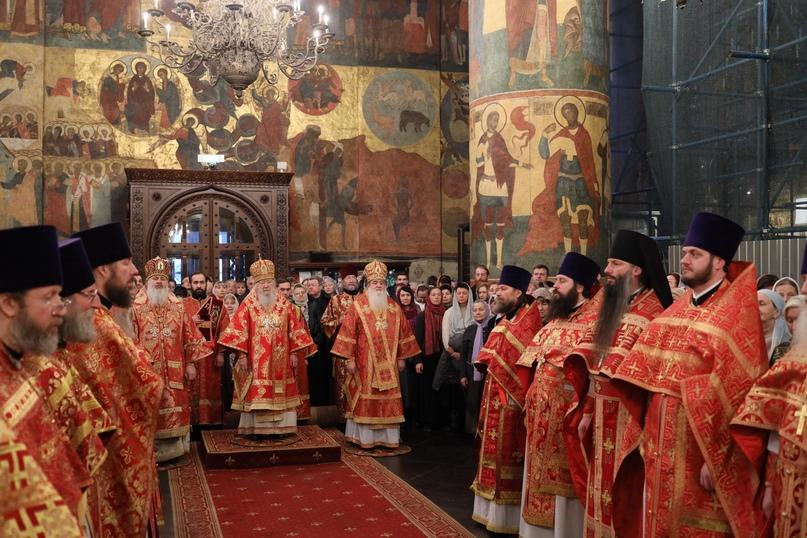 Руководители кинокомпании «Союз Маринс Групп» на Божественной литургии в Успенском соборе Московского Кремля