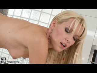 21Sextury - Sophie Sweet & Judy Smile - A Perfect Match