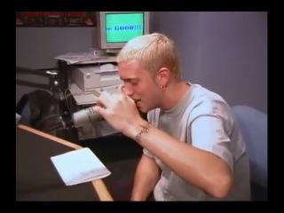 Eminem читает рэп в котором 100 раз говорит слово Fuck