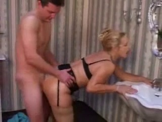 German Mature Mom Fucked By The Repairman - xHamster_com lop