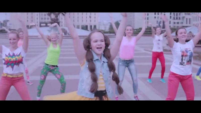 Юлия Можиловская, ученица студии Black CaT с песней Целый Мир