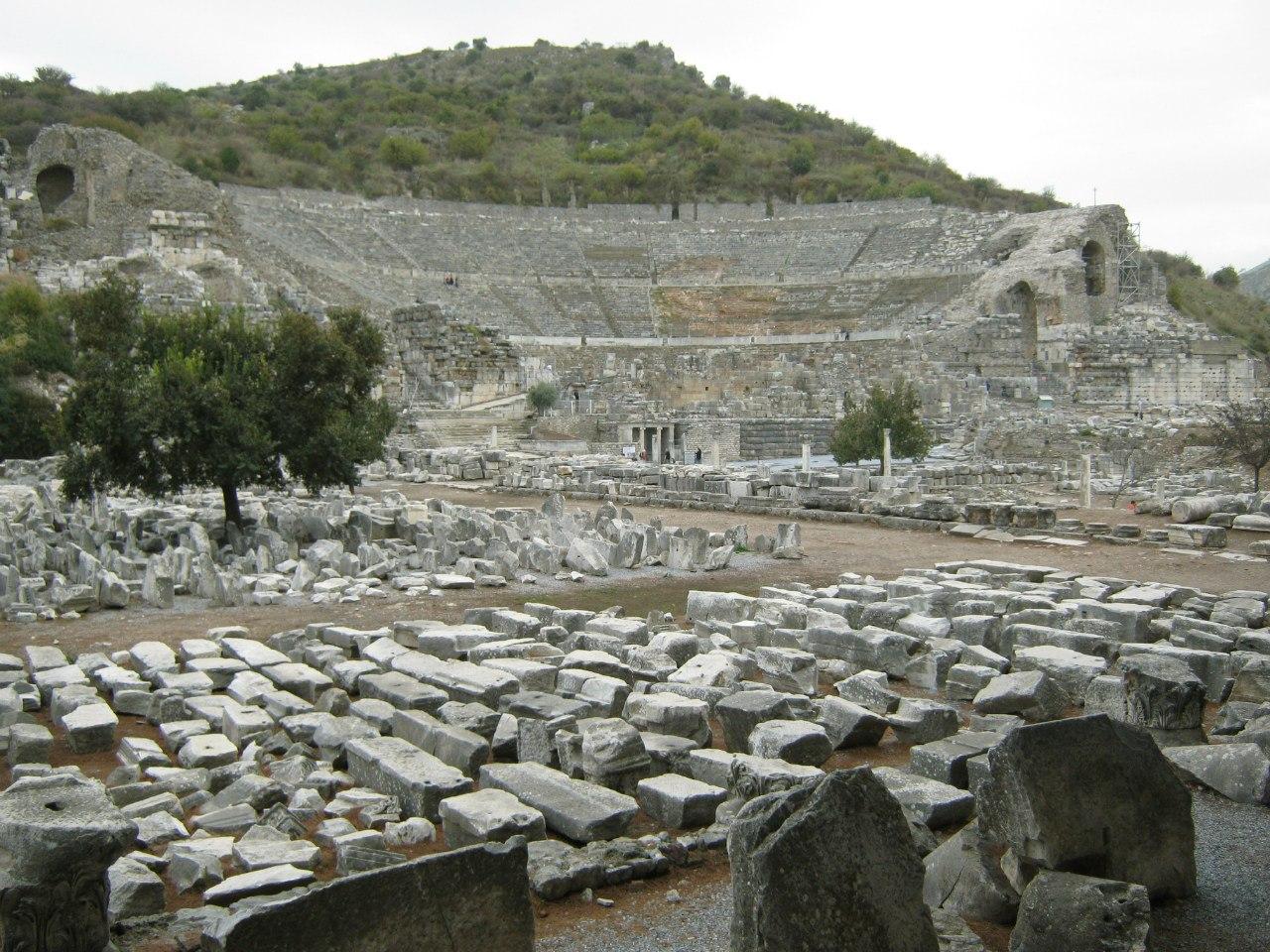 древние осколки складируются в древнеримском городе