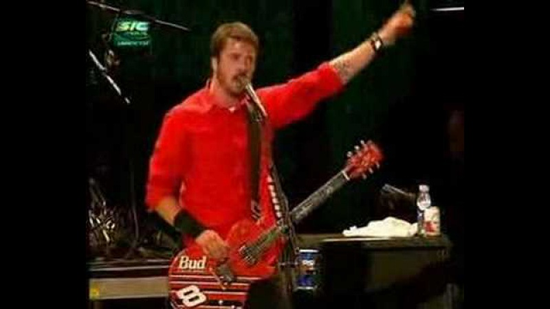 Dave Grohl thanking Guns'n'Roses at Rock in Rio Lisboa 2004
