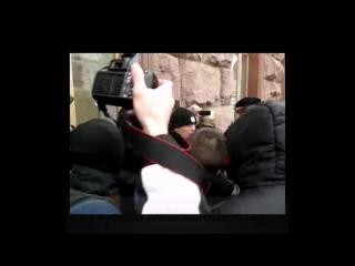 В Киеве революция: у мэрии жгут шины, бьют наци, активистов Майдана шлют в штрафбат, Кличко рулит. .