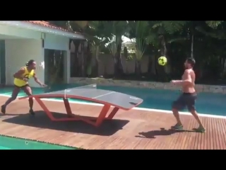 Роналдиньо играет в тэгбол