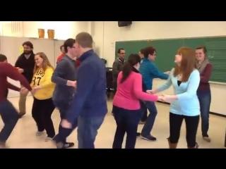 Rob AmchinUniversity of LouisvilleJingle Bells Dance (2013)