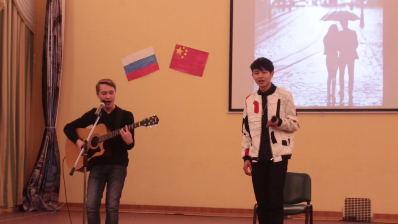 Чжоу Кай Сая и Изибаев Евгений Болен тобой