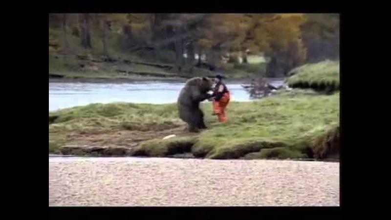 Реклама John West - рыбак подрался с медведем