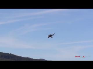 Гигантскии вертолет на пульте управления, МИ-24