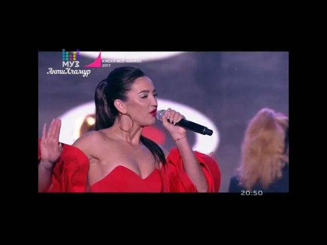 Ольга Бузова получила премию Лучшая исполнительница и спела Хит парад на Kinder Muz Awards 2017