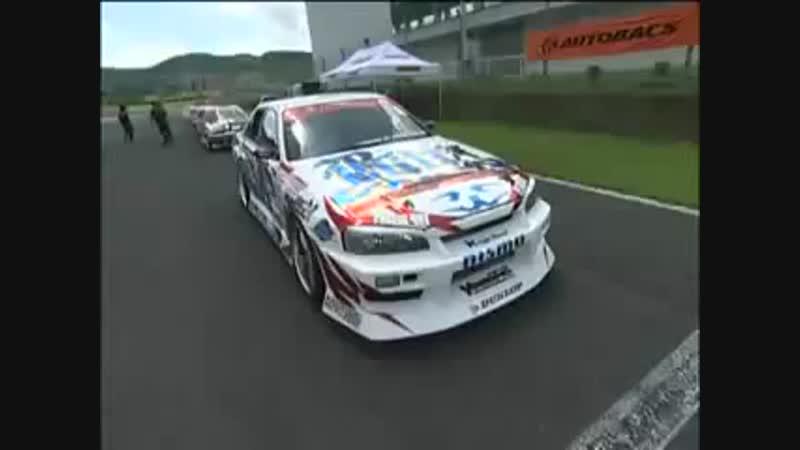 Ken Nomura drifting 4th gear in his Blitz Uras ER34 Skyline