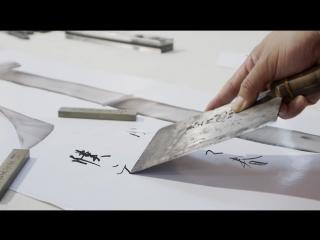 Китайский каллиграф рисует иероглифы ножами
