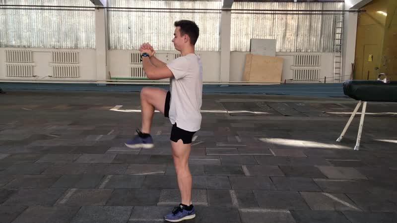 АлтГТУ Зарядка Приседания с поднятием ноги выполняет Николай Сёмма