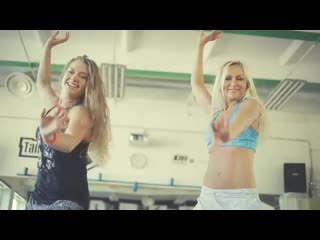 Зумба тренироа под песню shakira la la... красивый танец 👍