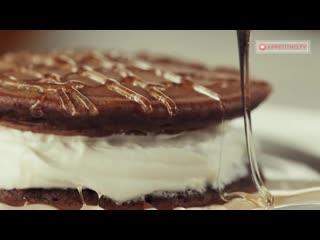 Необычайно нежные и воздушные американские шоколадные панкейки со сливочным кремом