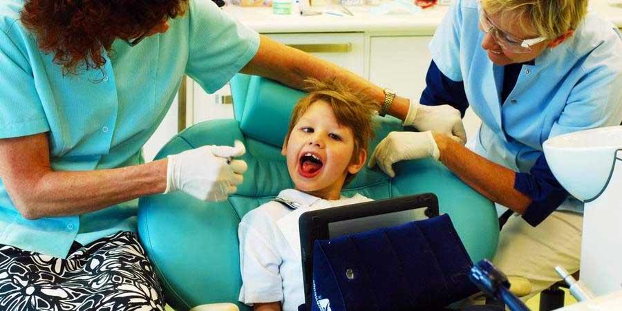 Что делает детский стоматолог?