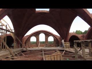 Построили центральный свод 8 на 8 метров в плане, высота 5. С отверстием для света.