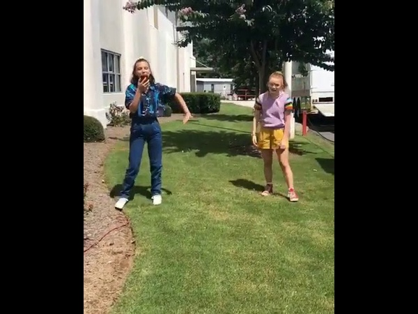 Millie Bobby Brown and Sadie Sink singing the Frozen musical - behind the scenes Stranger Things 3