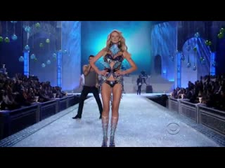 Maroon-5-moves-like-jagger-on-the-victorias-secret-fashion-show-2011-(full-hd-version)
