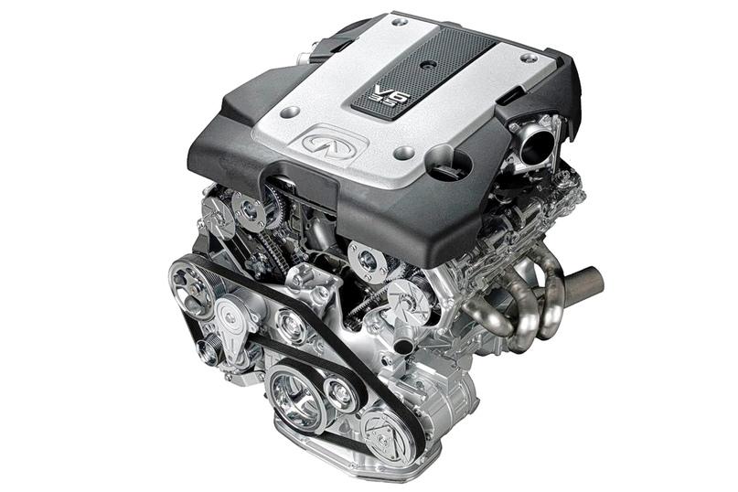 Шестицилиндровые моторы (на иллюстрации — объемом 3,5 литра) имеют две дроссельные заслонки и два впускных канала равной длины, в каждом из которых установлен собственный воздушный фильтр