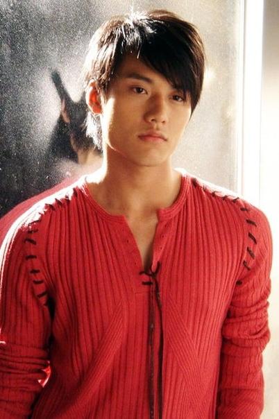"""Рэй Чан (англ. Ray Chang; род. 31 марта 1985 г.) — тайваньский актёр, сыгравший роль Джонатана в фильме """"Вечное лето""""."""
