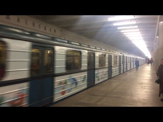 Новогодний поезд ЁЖ3 отправляется со станции Полежаевская. Видео снято 3 января 2019 года.