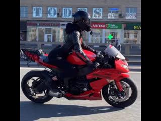 погода шепчет-катай🙂 #мотоТаня девушка на красном мотоцикле